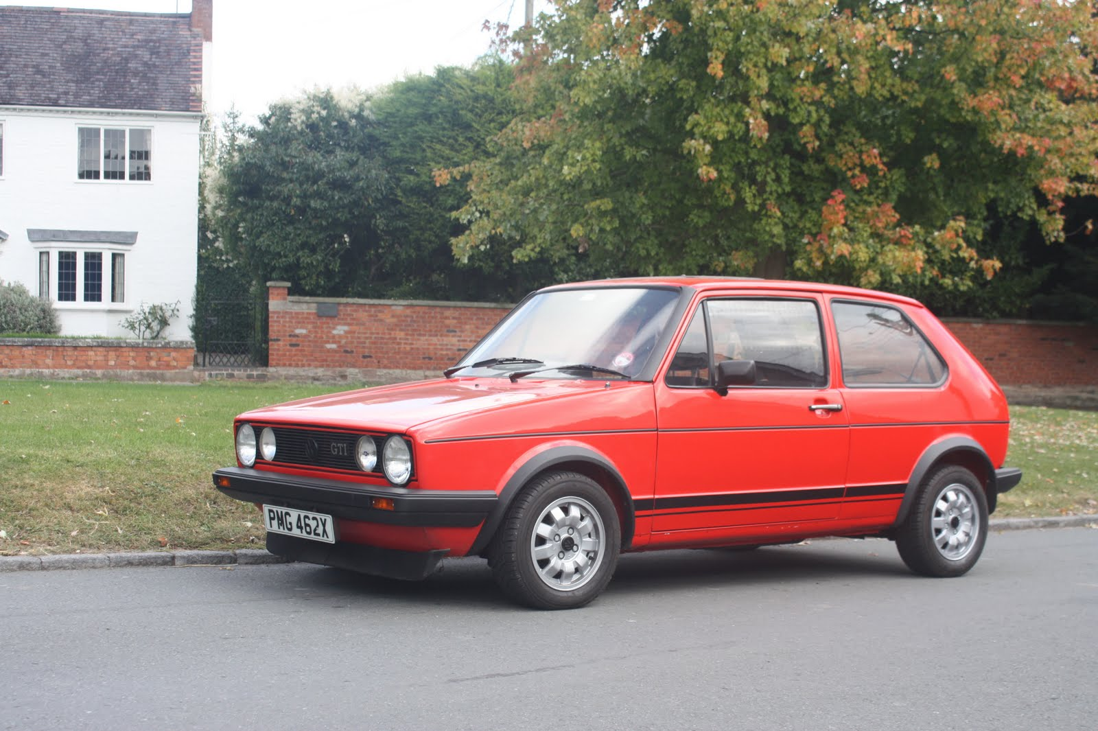 volkswagen golf 1 6 gti photos and comments. Black Bedroom Furniture Sets. Home Design Ideas