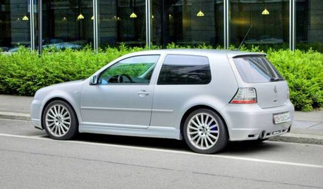 volkswagen golf 1 8 gti photos and comments. Black Bedroom Furniture Sets. Home Design Ideas