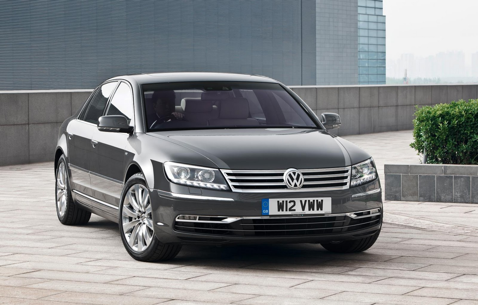 volkswagen phaeton 6 0 w12 photos and comments. Black Bedroom Furniture Sets. Home Design Ideas