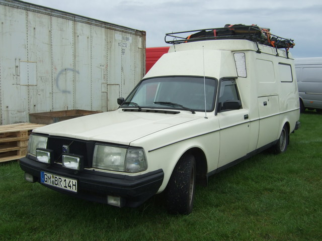 volvo 240 ambulance-pic. 1