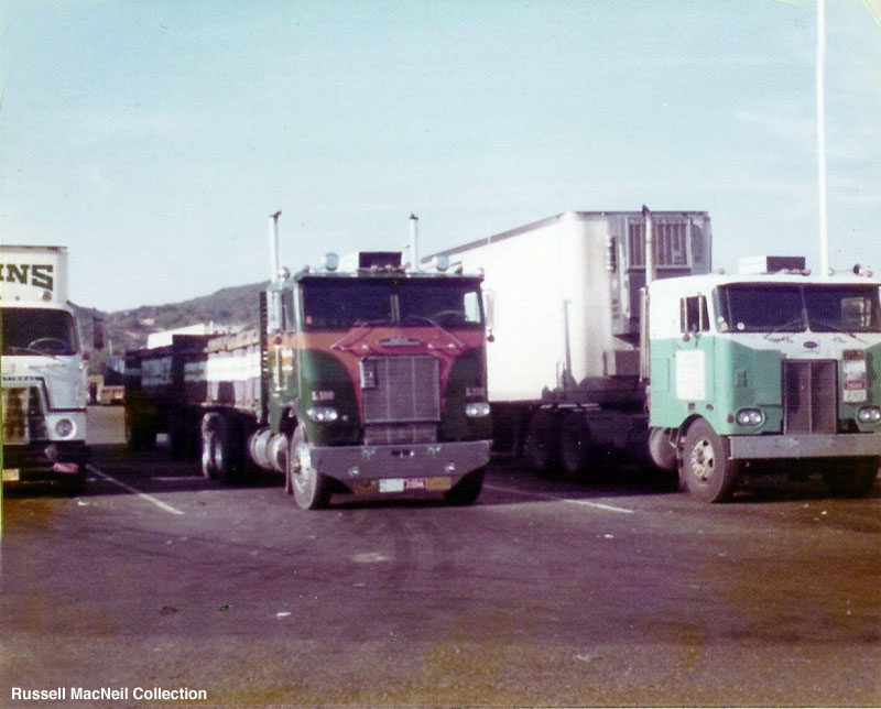 white-freightliner wft-pic. 2