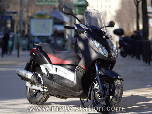 yamaha black x max 125 photos and comments. Black Bedroom Furniture Sets. Home Design Ideas